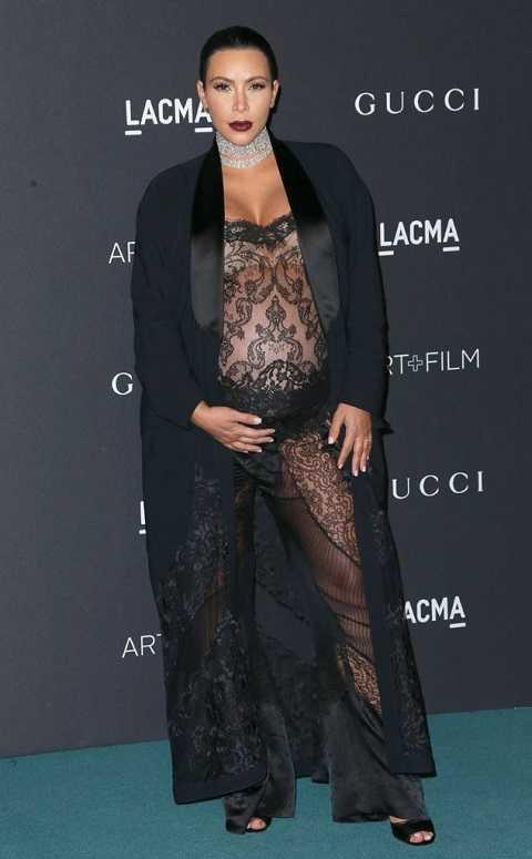 Dù bầu khá to nhưng Kim Kardashian vẫn giữ nguyên phong cách gợi cảm tại LACMA 2015 Art + Film Gala. Cô Kim siêu vòng ba diện nguyên cây đen nằm trong bộ sưu tập mới nhất của Givenchy.