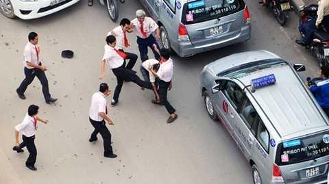 Một vụ ẩu đả giữa cánh tài xế trên đường phố tại TP.HCM
