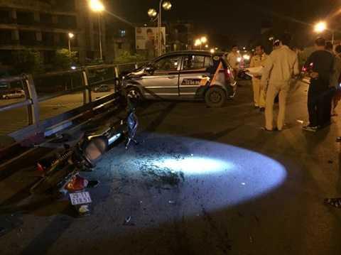 Hiện trường vụ tai nạn trên cầu vượt Thái Hà - Chùa Bộc - Ảnh: M.Q