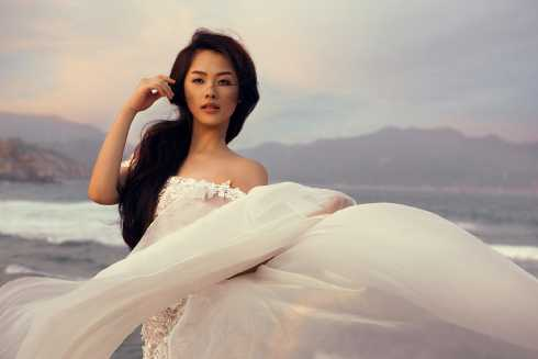 Hình ảnh trong MV Tìm lại chính mình của Khánh Tiên