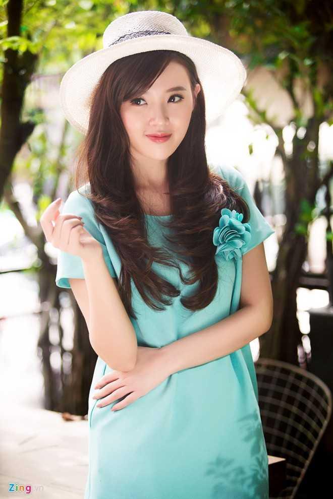 Sau những ồn ào về chuyện ngoại tình của hôn phu - Phan Thành, Midu bắt đầu trở lại với công việc từ tuần này. Người đẹp cho biết, tinh thần cô đã ổn định hơn.