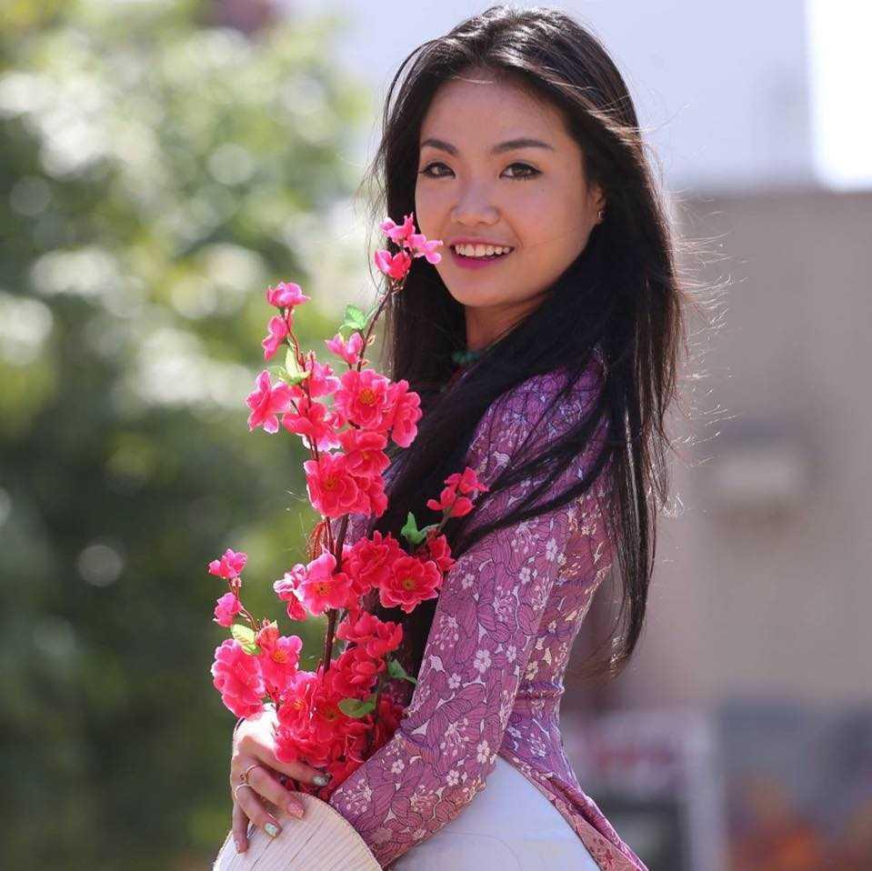 Nữ du học sinh xinh xắn này là Trần Thị Quỳnh Trang, sinh năm 1992, đến từ TP.HCM. Cô hiện đang theo học 2 chuyên ngành quản trị nhà hàng khách sạn và đầu bếp quốc tế tại Úc với mong muốn mở một nhà hàng đồ ăn Tây.