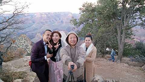 Lương Thế Thành và Thúy Diễm đã được những bạn bè thân thiết tại Mỹ đưa đi tham quan nhiều nơi. Trong ảnh, cặp đôi đang tham quan Grand Canyon National Park.