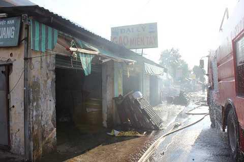 Dãy nhà trọ nơi xảy ra cháy.