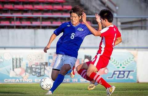JFL Selection (xanh) trong trận đấu với U23 Lào