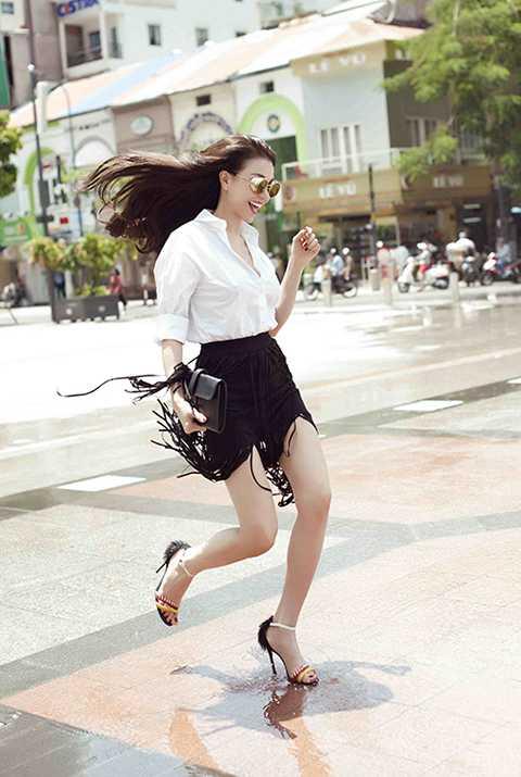 Á hậu 1 cuộc thi Hoa hậu Việt Nam toàn cầu 2011 cho biết việc tham gia công tác xã hội giúp cô thấy cuộc sống mình thật ý nghĩa, đáng sống khi mình đem đến nụ cười cho ai đó. Nhờ đó mà Trà Ngọc Hằng nỗ lực hơn trong cuộc sống của mình. Cô tâm sự: