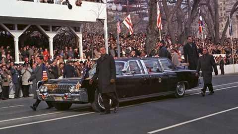 Chiếc xe từng được các Tổng thống kế nhiệm Kennedy sử dụng thêm một thời gian ngắn, với biển số mới