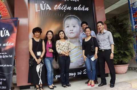 Chiều 12/11, Bộ phim tài liệu hiện thực Lửa Thiện Nhân do đạo diễn Đặng Hồng Giang thực hiện đã được công chiếu tại Đà Nẵng