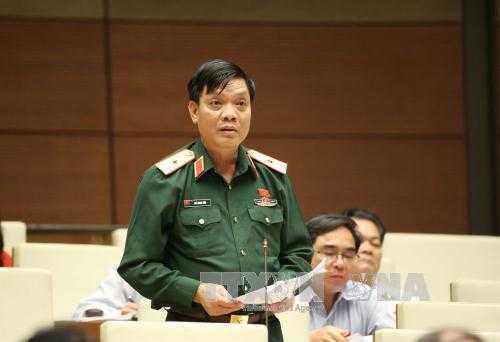 Đại biểu Quốc hội tỉnh Bắc Giang Ngô Minh Tiến phát biểu ý kiến.