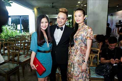 Nữ ca sĩ Hương Tràm và người đẹp Cao Thùy Dương cũng đến chúc mừng giọng ca