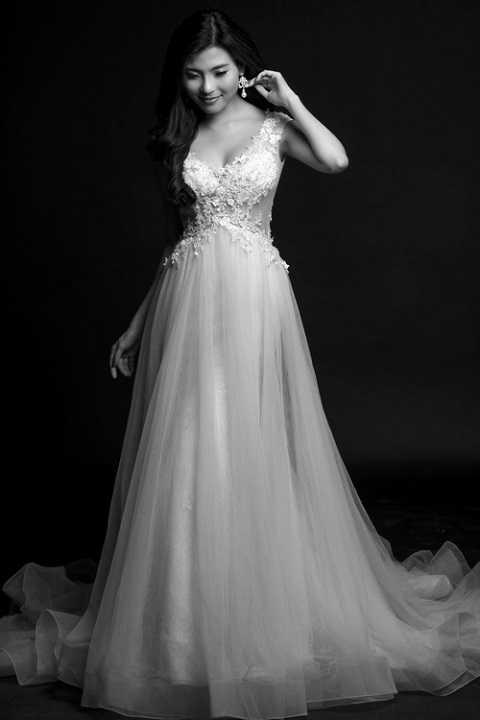 Thúy Diễm xinh đẹp trong chiếc váy cưới.
