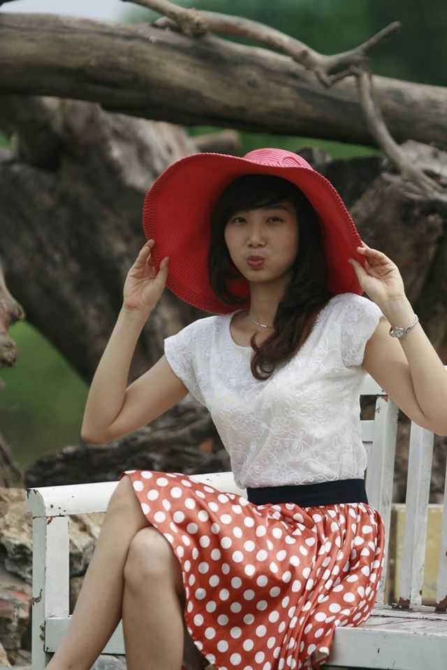 Đi du học, cô   bạn cũng thường xuyên tham gia biểu diễn tại các chương trình văn nghệ.   Vân cho biết, các bạn quốc tế luôn muốn nghe hát chèo và giới thiệu về   văn hoá của Việt Nam. Được biết, chuẩn bị tới ngày