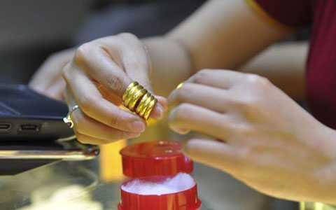 Thông tin vàng giả xuất hiện khiến dân bất an, ôm vàng ở nhà đem bán (ảnh minh họa)