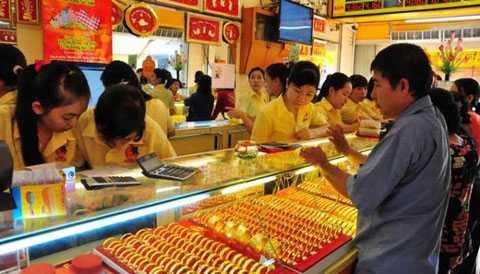 Song, một số tiệm vàng cũng từ chối mua vì lo sợ mình mua phải vàng giả (ảnh minh họa)