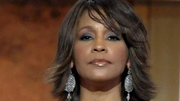 Whitney Houston tuột dốc sau scandal nghiện ngập