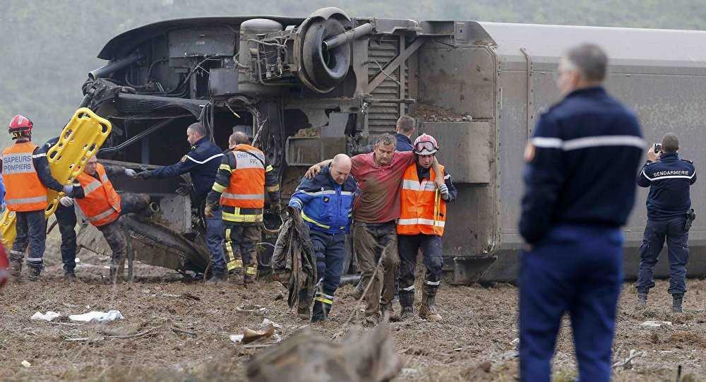 Hiện trường vụ lật tàu ở Pháp
