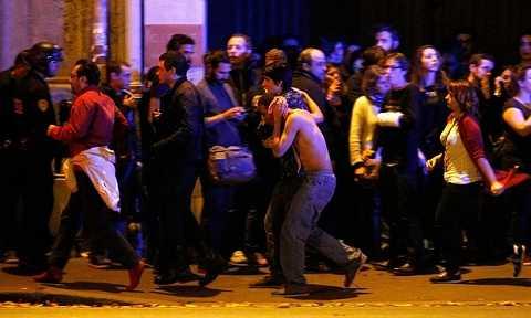 Hiện trường hoảng loạn sau vụ khủng bố 13/11 ở Paris