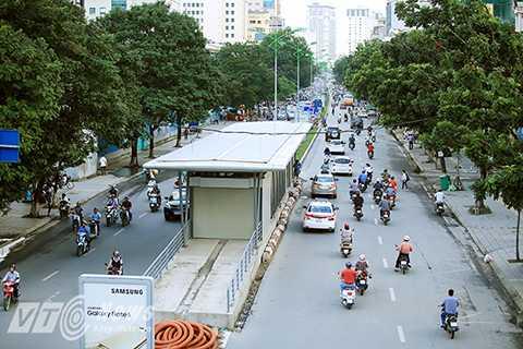 Nhà chờ xe buýt hiện đại, tiêu chuẩn quốc tế đầu tiên ở Hà Nội BRT (Bến xe Yên Nghĩa – Kim Mã) được khởi công xây dựng từ 4/3/2014 và đã hoàn thành từ hơn 1 năm nay. Dự án do Ban quản lý dự án đầu tư phát triển giao thông đô thị Hà Nội thực hiện. Tại đây có thiết kế đầy đủ công năng của một nhà chờ xe buýt nhanh theo chuẩn quốc tế đồng thời phù hợp với đặc thù giao thông trên các tuyến phố Hà Nội.