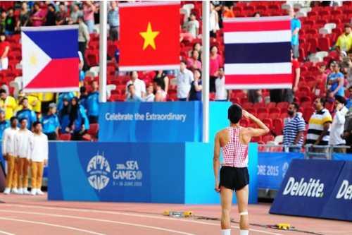 Đào Văn Thủy chào cờ tại SEA Games
