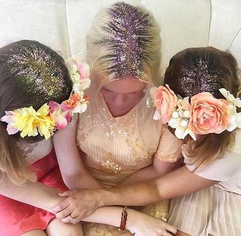 Trào lưu thích hợp cho những sự kiện đặc biệt như đám cưới. Cô dâu hay phù dâu sẽ không tốn công làm tóc cầu kỳ mà vẫn rất nổi bật và cuốn hút.