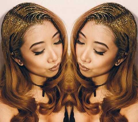 Mái tóc vàng thêm óng ả nhờ kim tuyến ánh đồng.