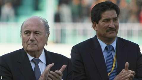 Chủ tịch LĐBĐ Nepal Ganesh Thapa cùng ông Sepp Blatter
