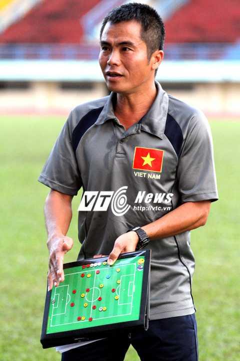 HLV Phạm Minh Đức ưu tiên cầu thủ hiểu rõ các chỉ thị của ông (Ảnh: Hoàng Tùng)