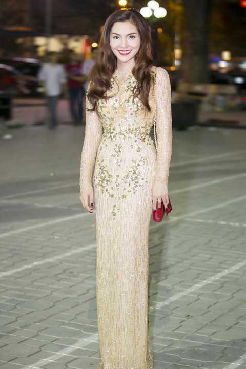 'Nữ hoàng Opera' rạng ngời khoe vẻ đẹp sang trọng nhưng đầy gợi cảm trong chiếc đầm sequin lấp lánh.