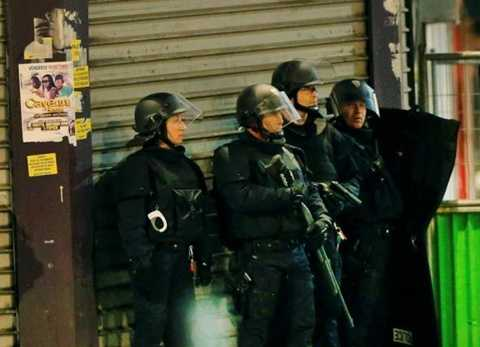Cảnh sát, quân đội Pháp vây ráp khủng bố
