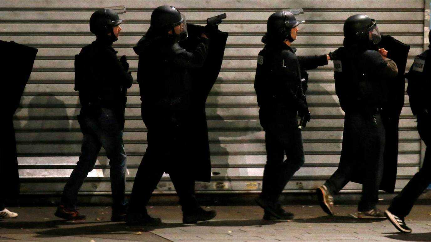 Cảnh sát Pháp bao vây ở St Denis