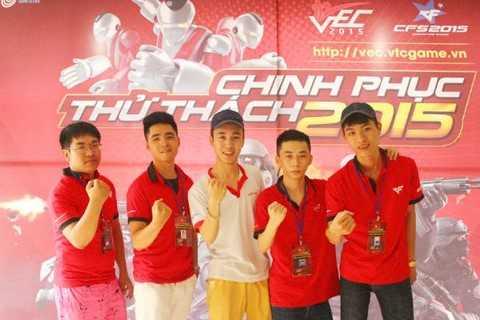 Khánh cùng đồng đội Super.CTV