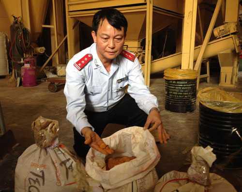 Các cơ sở sản xuất thức ăn chăn nuôi sử dụng chất vàng ô để phối trộn đang rộ lên như một hiện tượng - Ảnh minh họa: VNE