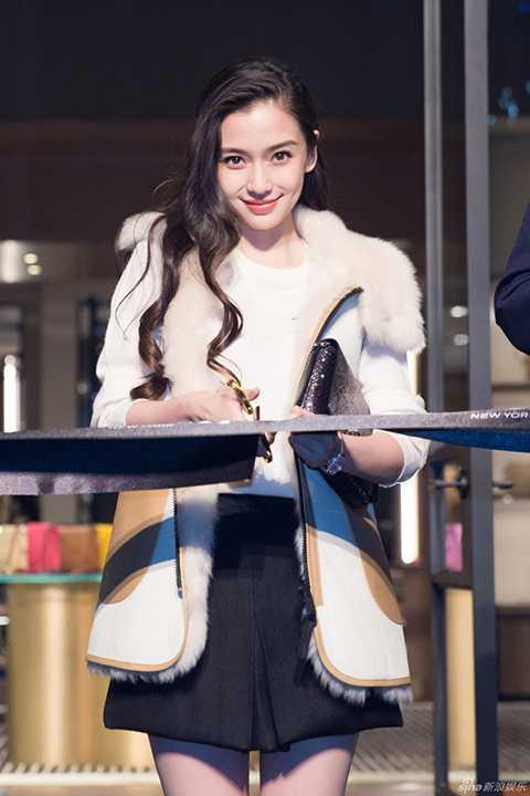Sau đám cưới ngôn tình đình đám cùng nam diễn viên Huỳnh Hiểu Minh, tên tuổi Angelababy ngày một nổi tiếng và lan rộng không chỉ bởi câu chuyện tình lãng mạn giữa cô và tài tử họ Huỳnh, mà đông đảo người hâm mộ đã bị
