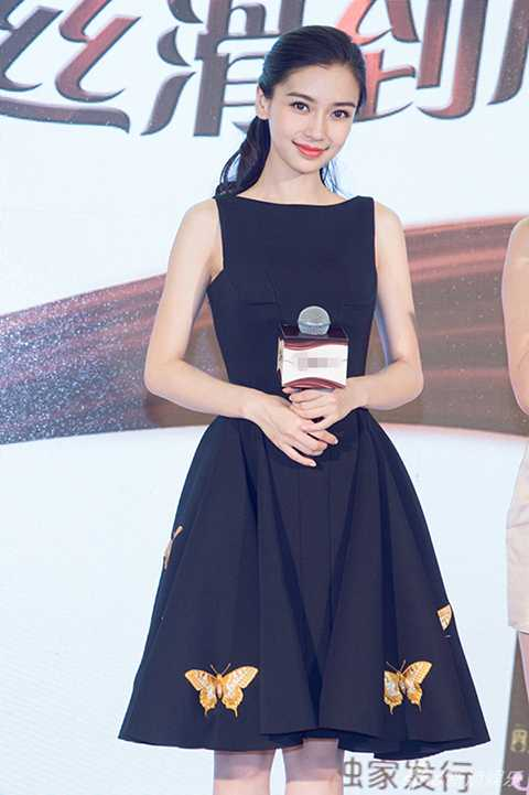 Dù sở hữu nhan sắc làm say đắm lòng người, nhưng khi MSN công bố danh sách 100 ngôi sao xinh đẹp nhất châu Á, bà xã Huỳnh Hiểu Minh đã khiến nhiều người phải ngỡ ngàng. Dù đứng trước tin đồn phẫu thuật thẩm mĩ nhưng Angelababy vẫn thản nhiên chiếm vị trí số 1.