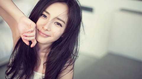 Cùng vướng nghi án phẫu thuật thẩm mĩ như Angelababy, nhưng Dương Mịch vẫn đứng vị trí số 3.