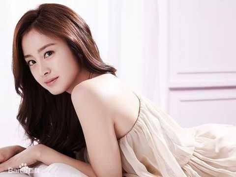 Trong khi đó, bạn gái nam ca sĩ Bi Rain - Kim Tae Hee lại khiêm tốn đứng ở vị trí 21.