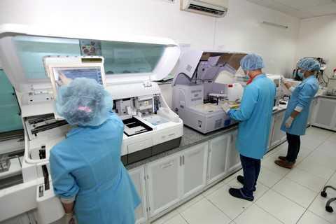 Phòng xét nghiệm sinh hóa huyết học áp dụng công nghệ thông tin và kỹ thuật cao chuyên xét nghiệm đường, các chức năng gan, thận….tại phòng khám An Khang