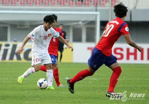 Công Phượng trong màu áo U19 Việt Nam đối đầu U19 Hàn Quốc ở giải U19 châu Á 2014. (Ảnh: Hà Thành)