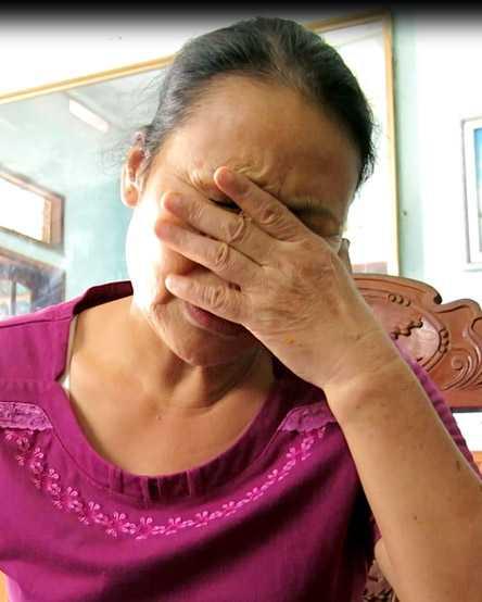 """Chị Nguyễn Thị Ninh - cán bộ y tế về hưu, con gái liệt sĩ Chữ - kể chuyện về cha mình và mong muốn được đem """"lọ mỡ người"""" đi xét nghiệm ADN."""