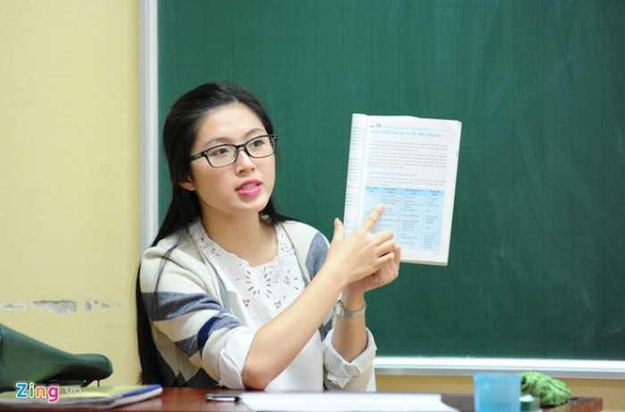 Thạc sĩ Lưu Thu Liên giảng dạy môn Địa lý tại Trường THPT Chuyên Nguyễn Trãi (Hải Dương). Cô được học trò hâm mộ bởi sự trẻ trung, hiền hòa, dễ mến.