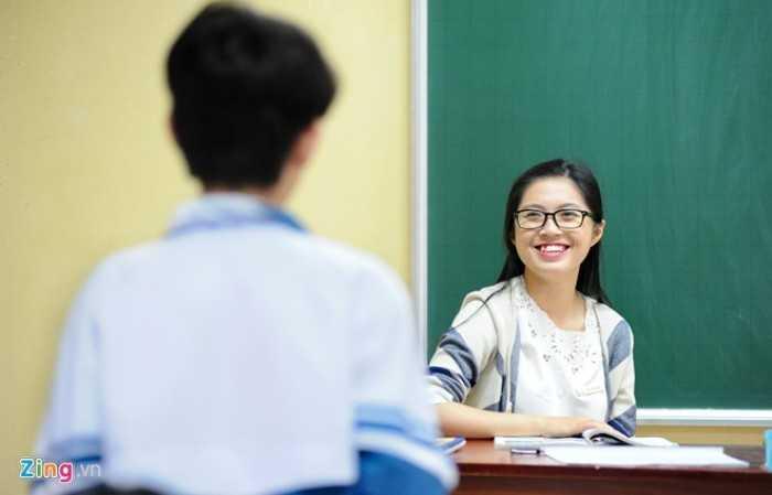 Nữ thạc sĩ chia sẻ, với mỗi lớp khác nhau, cô lại xây dựng một giáo án và phương pháp dạy. Ở lớp không chuyên, cô Liên luôn tạo không khí vui vẻ và chỉ truyền đạt những kiến thức thiết yếu cho học trò.