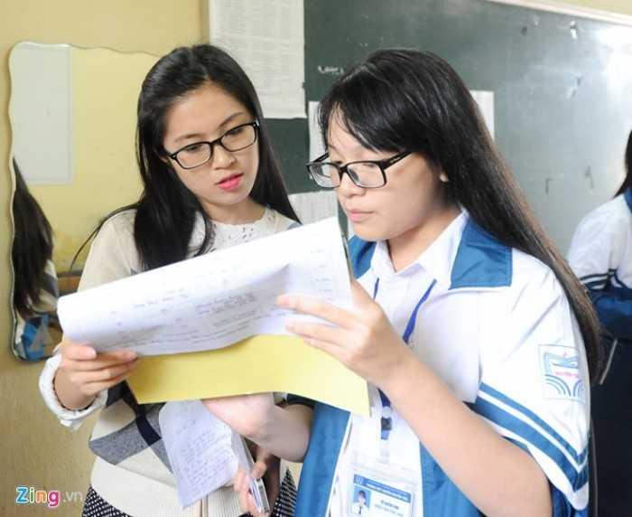 """Là Phó bí thư Đoàn trường, cô giáo quê Hải Dương đã tiến hành cuộc """"cách mạng"""" khi vực dậy các câu lạc bộ, tạo điều kiện cho học sinh tham gia hoạt động ngoại khoá, cũng như công việc chung của nhà trường."""