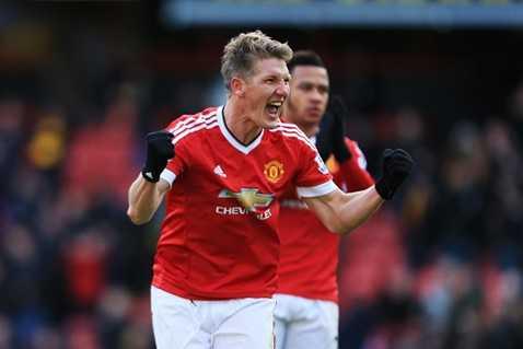 Schweinsteiger giúp MU có 3 điểm, đồng thời gây áp lực lên Arsenal, Man City