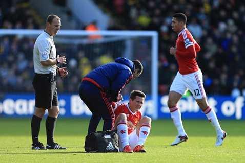 Herrera chấn thương khiến những quả đấm từ tuyến hai của MU thiếu sự sắc sảo