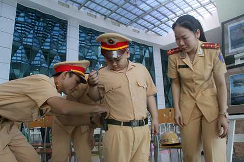 Niềm vui của Dũng khi được khoác lên người bộ quân phục CSGT