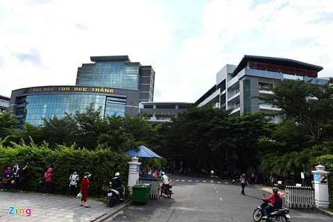 Đại học Tôn Đức Thắng được thành lập năm 1997. Tháng 6/2008, cơ sở giáo dục này chính thức trở thành trường công lập, trực thuộc Tổng liên đoàn Lao động Việt Nam. Trường gồm nhiều tòa nhà cao tầng liền kề nhau tạo thành một thể thống nhất.