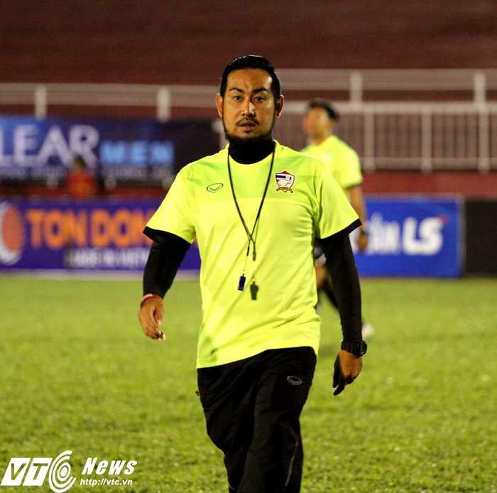 HLV trưởng U21 Thái Lan - Supachart Mankit (Ảnh: Hoàng Tùng)