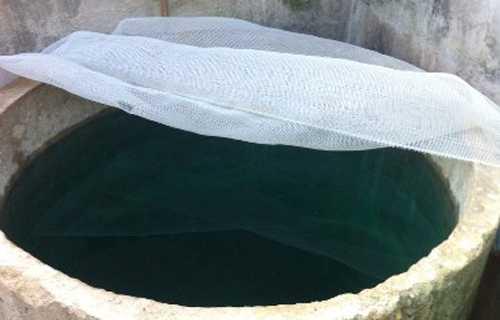 Bể nước của gia đình ông Hoa nghi có kẻ xấu lén bỏ chất độc. Ảnh: Lam Sơn.