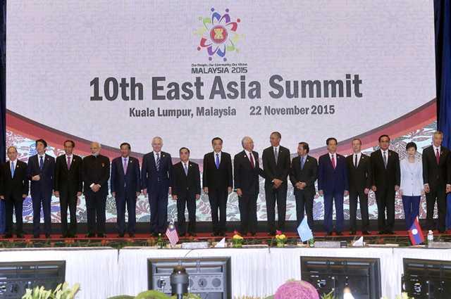 Các nhà lãnh đạo tại Hội nghị Cấp cao Đông Á lần thứ 10. Ảnh: VGP/Nhật Bắc