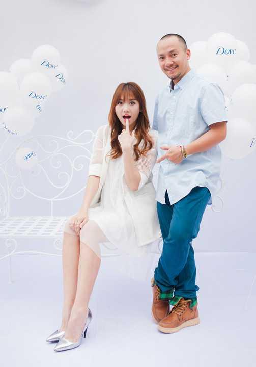 Trải qua 8 năm yêu nhau, Hari Won và Tiến Đạt ngày càng gắn bó. Cặp đôi được yêu thích bởi sự trẻ trung, dễ thương. Trên trang cá nhân, Hari Won thường xuyên kể chuyện hẹn hò của mình và bạn trai thu hút sự chú ý của khán giả.